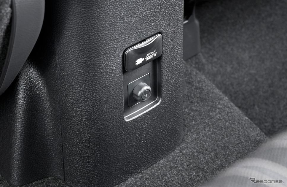 アクセサリーコンセント(AC100V・1500W/非常時給電システム付)。写真はZ、2WD《写真提供 トヨタ自動車》