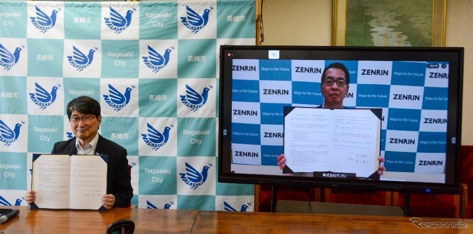 ゼンリンと長崎市のリモートでの包括連携協定式《写真提供 ゼンリン》