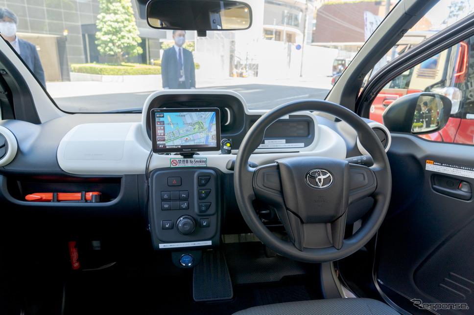 センターパネル部分に、ドライブ、ニュートラル、バックのボタンが並んでいる。エアコン、シートヒーターなどのボタンも配置。《写真撮影 関口敬文》