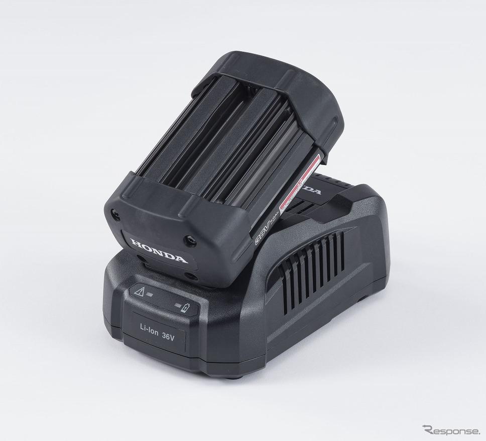 リチウムイオンバッテリー「DP3660XA」(充電器「CV3680XA」装着時)《写真提供 本田技研工業》