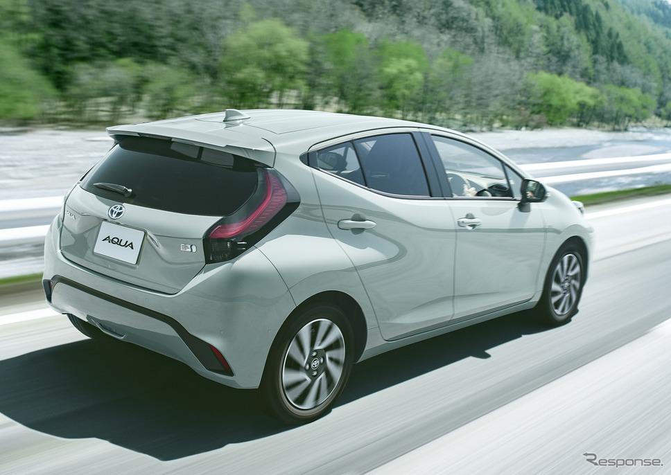 トヨタ・アクア新型、Z、2WD、アーバンカーキ、オプション装着車《写真提供 トヨタ自動車》