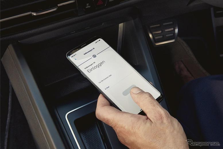 VW ゴルフ バリアント スマートフォン ワイヤレスチャージング《写真提供 フォルクスワーゲン グループ ジャパン》