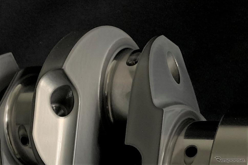 強度アップと慣性重量低減を両立した非対称クランク《写真提供 HKS》