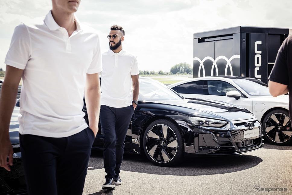 FCバイエルンミュンヘンの選手に引き渡されたアウディ e-tron GT クワトロ と RS e-tron GT《photo by Audi》