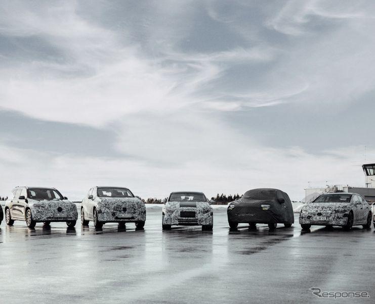 メルセデスベンツの新世代EV「メルセデスEQ」のプロトタイプ。左からEQE SUV、EQS SUV、EQS、EQB、EQEと見られる《photo by Mercedes-Benz》