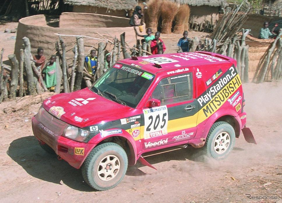 2001年にダカールラリーを制した三菱 パジェロ《photo by Mitsubishi Motors》