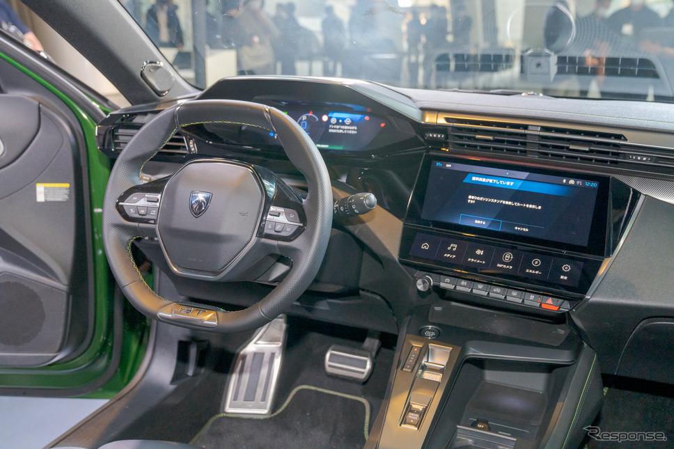 308ハイブリッド新型:i-Cockpitはスマートな印象を受ける。《写真撮影 関口敬文》