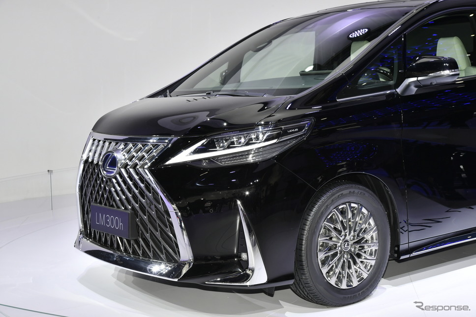 アジアではすでに販売されているLEXUS高級ミニバン『LM』(上海モーターショー2019にて)《撮影 雪岡直樹》