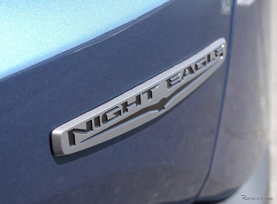 NIGHT EAGLEバッジ《写真提供 FCAジャパン》
