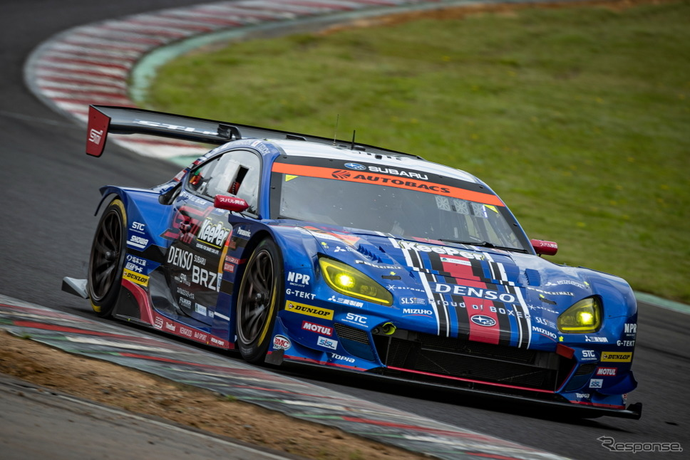 【SUPER GT 第5戦】GT300クラスポールポジションの#61 SUBARU BRZ R&D SPORT(井口卓人/山内英輝)《撮影 益田和久》