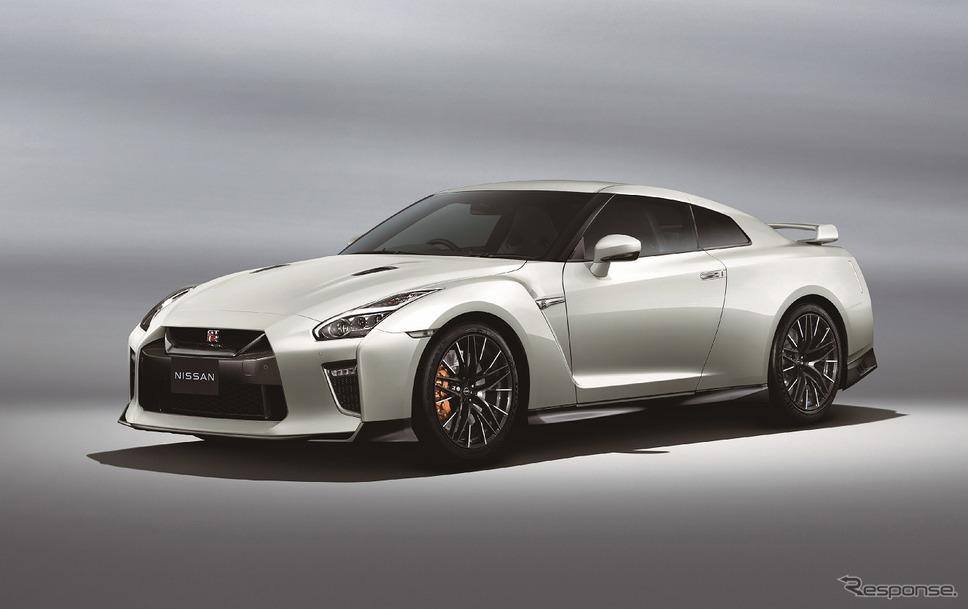 日産 GT-R ピュアエディション(ブリリアントホワイトパール)《写真提供 日産自動車》
