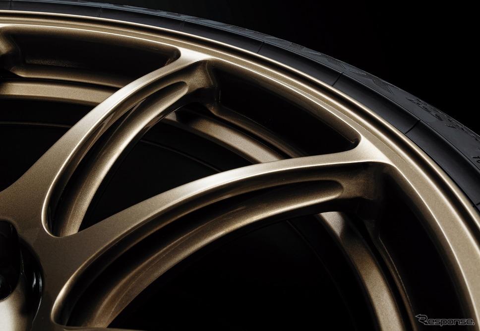 日産 GT-R トラックエディション エンジニアード by NISMO T-スペック 特別装備 専用レイズ製アルミ鍛造ホイール(ブロンズ)《写真提供 日産自動車》