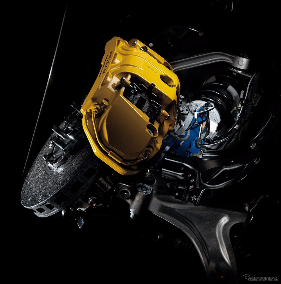 日産 GT-R 2022年モデル サスペンション・ブレーキ イメージ《写真提供 日産自動車》