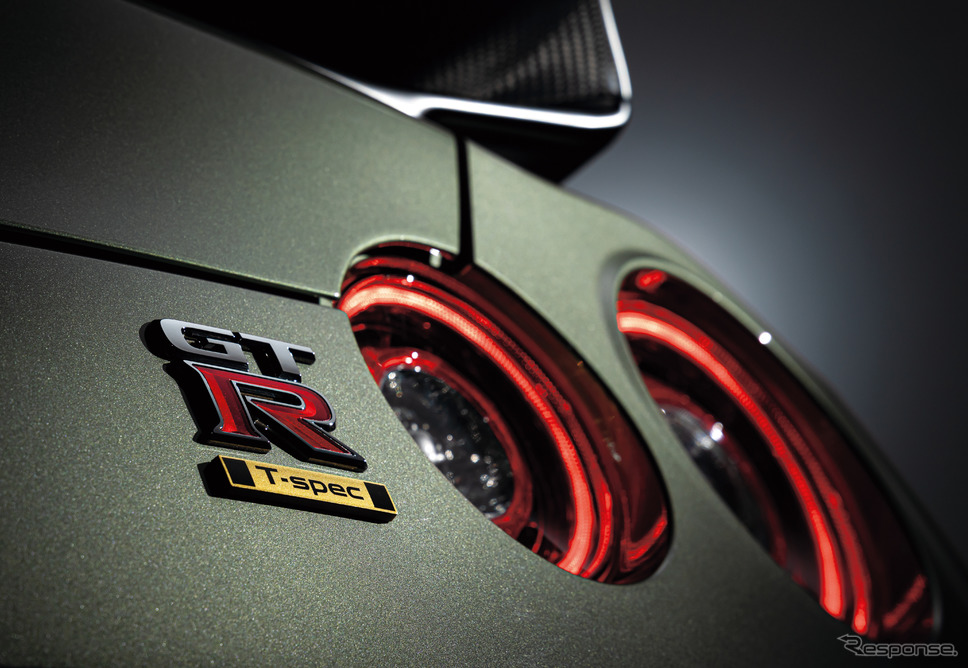 GT-R Track edition engineered by NISMO T-spec 特別装備 専用バッヂ《写真提供 日産自動車》