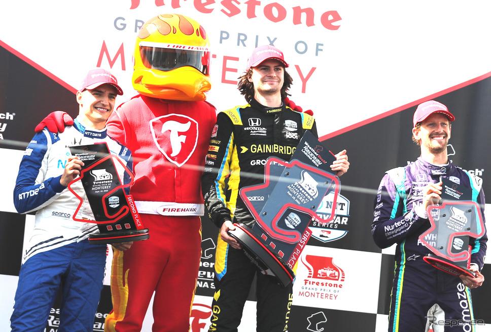 第15戦ラグナ・セカの表彰台。左から2位パロウ、優勝ハータ、3位グロージャン。《Photo by INDYCAR》