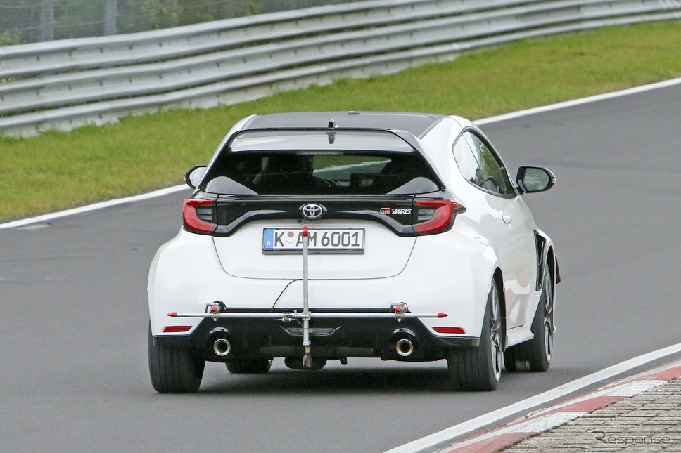 ニュルブルクリンクでテストをおこなうトヨタ GRヤリスの高性能モデル(スクープ写真)《APOLLO NEWS SERVICE》