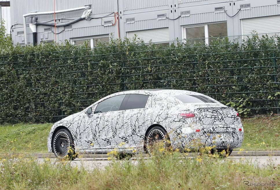 メルセデス AMG EQE 53 プロトタイプ (スクープ写真)《APOLLO NEWS SERVICE》