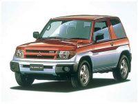 三菱自動車 パジェロイオ(H76W)